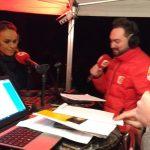 Cécile de Ménibus, marraine d'Electriciens sans frontières pour les Lumignons du coeur, au mirco de radio Scoop le soir du 8 décembre